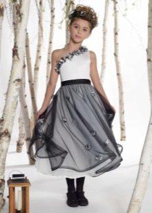 um vestido de ombro para graduação 4ª série