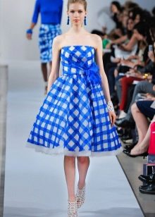 Beyaz-mavi elbise aksesuarları