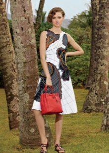 Beyaz-siyah elbise kırmızı çanta