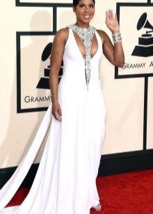 Beyaz uzun elbise gümüş takı
