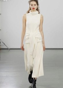 Beyaz elbise ayakkabı