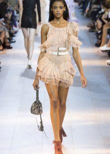 Bej kısa elbise aksesuarları