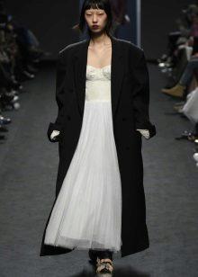 מעיל שחור רחב לשמלה ארוכה
