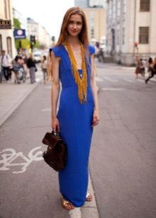 Necklace to a long dress