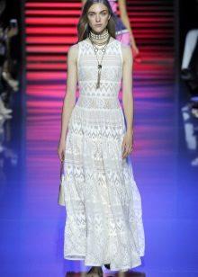 Decoração de vestido de renda branca