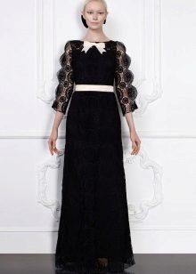 Vestido de renda preta com cinto branco