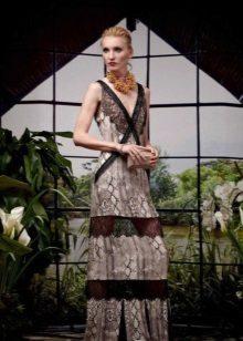 acessórios para um vestido de noite de renda com uma impressão