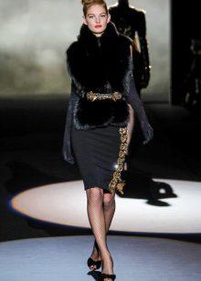 Colete de pele para um caso de vestido preto