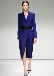 Midi-jurk met een riem