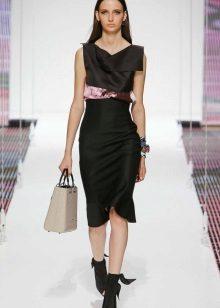 Directe midi-jurk met roze accessoires