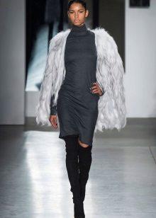 Jaqueta de penas para vestido cinza