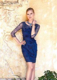 Jewelery for a blue sheath dress