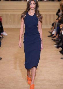 shoes to a dark blue dress