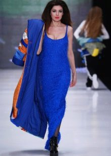 Coat to the blue dress to the floor