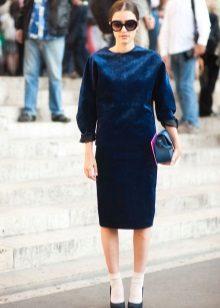 Slippers for a blue sheath dress