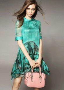Vestido verde com saco de pêssego
