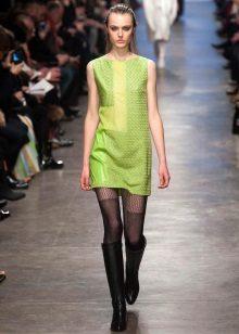 Meia-calça para um vestido verde