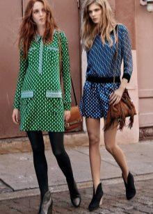 Meia-calça apertada para um vestido verde