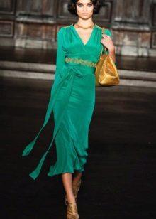 Enfeite de ouro para vestido midi verde