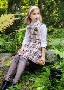 Vestido de escola para meninas na célula curta