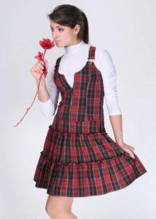Vestido de escola para meninas na cela