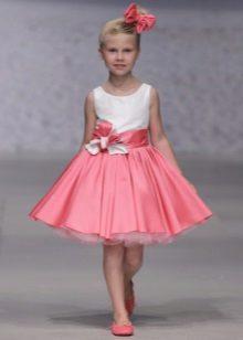 Vestido de formatura curto branco e rosa para o jardim de infância