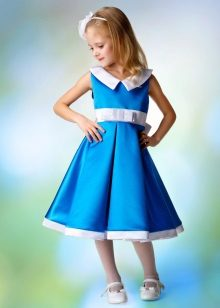 Vestido de formatura no jardim de infância azul