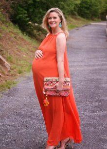 Оранжева сватбена рокля за майчинство