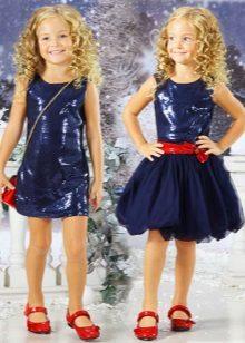 Vestido de ano novo para a menina azul
