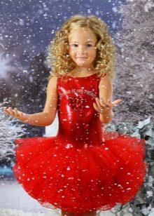 Vestido de ano novo para a menina vermelha com uma saia magnífica