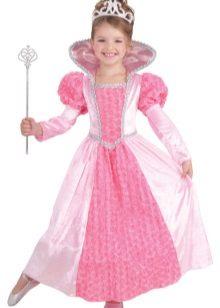 Vestido de ano novo da princesa para a menina em um assoalho
