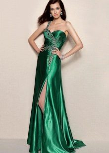 vestido com uma fenda de tafetá verde