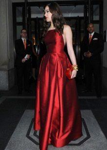 punainen mekko silkki tafti