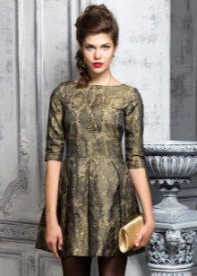 vestido dourado de tafetá