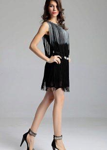 Черна рокля с ресни