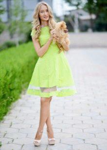Keskipitkä mekko