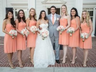 Peach-mekot bridesmaidille