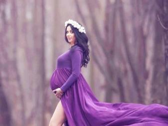 Paarse jurk voor zwangere vrouwen te huur voor een fotoshoot