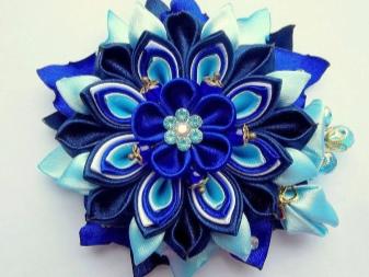 Példa egy kazán szalagból származó kék virágra