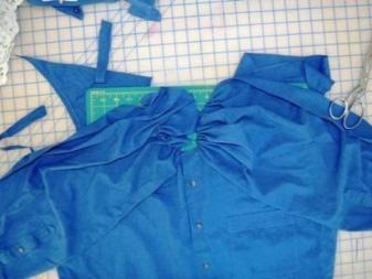 Formação de um corpete em um vestido de uma camisa masculina - um estágio 2