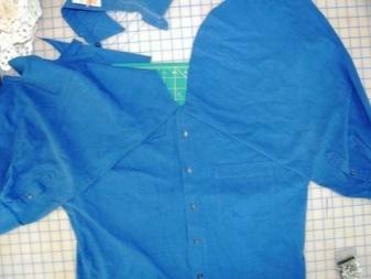 Formação de um corpete em um vestido de uma camisa masculina