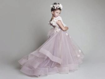 Vestido de noiva elegante fofo com um trem para a menina