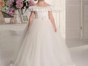 Vestido fofo de casamento elegante com ombros rebaixados para uma menina