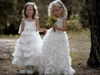 Casamento magnífico vestido inteligente em um andar para a menina