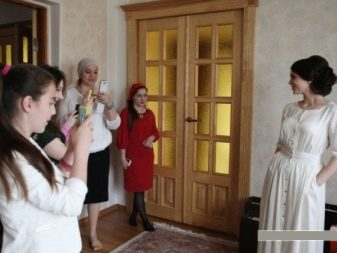 Príchod priateľov pre nevestu predstavil na svadobný obrad špecifický Sovietska éra otvorila veľké príležitosti pre tvorivé vzájomné vplyvy medzi.