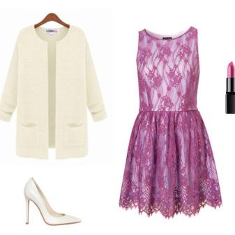 vestido de renda roxa com uma jaqueta branca