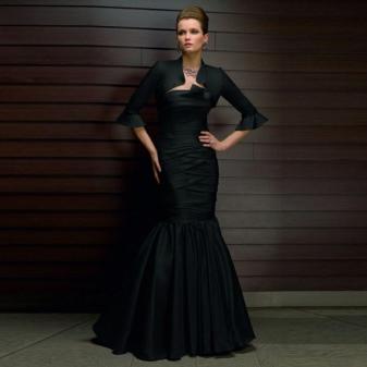 vestido de noite escuro feito de tafetá