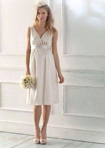 Сватбена рокля за бременна коприна
