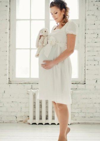 Сватбена рокля за майчинство от империя империя