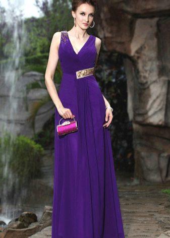 Fialové večerní šaty s dekorem
